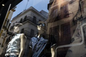 Al otro lado del cristal: Do you know the dreams of mannequins?